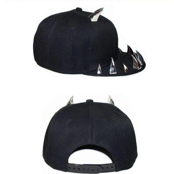 Unisex Punk Gothic Ox Horn Rivets Baseball Cap Hip Hop Street Flat-Brimmed Studs Adjsutable Snapback Hat Festival Party